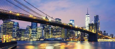 ponte di Brooklyn al crepuscolo foto