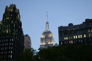 scene di strada di new york - grattacieli foto