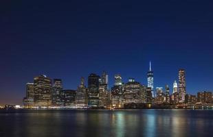 Vista notturna di Manhattan foto