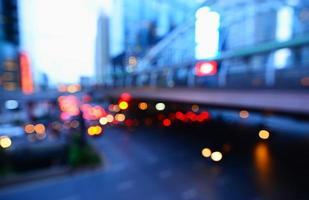 bokeh astratto traffico città di bangkok