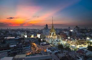 Tempio di Wat Traimitr Withayaram a Bangkok in Thailandia foto