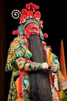 uomo dell'opera cinese con la faccia rossa foto