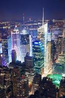 Vista aerea di Times Square di notte foto