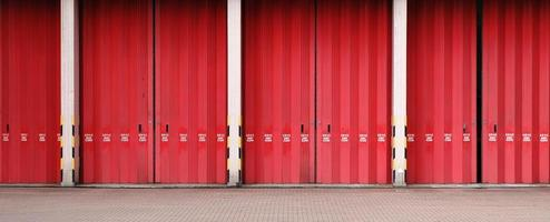 vigili del fuoco di Hong Kong - porta rossa brillante della stazione foto
