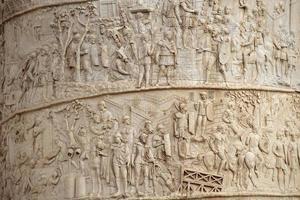 primo piano della colonna di Traiano, Roma, Italia