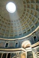interno del pantheon di roma foto