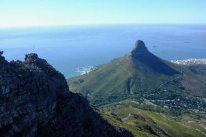 viste maestose sulla testa dei leoni, sull'isola di Robben e sulla baia dei campi. foto