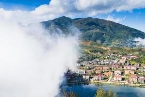 Sapa Valley City nella nebbia del mattino, Vietnam