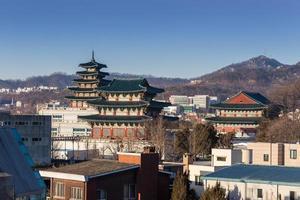 architettura tradizionale in stile coreano a seoul, corea del sud. foto