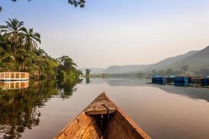 giro in canoa in africa foto
