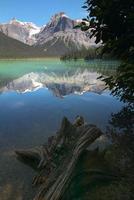 paesaggio del lago di smeraldo. British Columbia. Canada foto