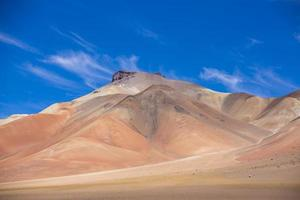 montagna atacama con cielo blu nel parco di eduardo avaroa foto