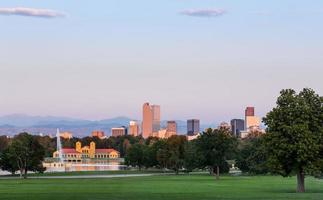 skyline di denver all'alba