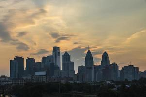 skyline di philadelphia all'alba