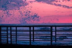 pontile al tramonto