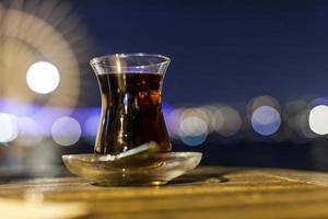 bicchiere di tè a istanbul foto