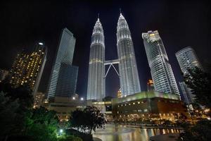 paesaggio urbano di Kuala Lumpur di notte foto