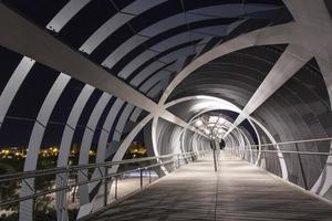 ponte moderno a madrid foto