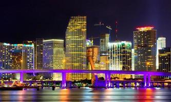 Downtown Miami Florida di notte foto