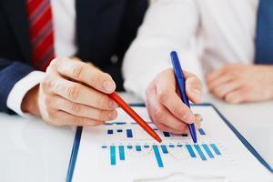 discutere i dati finanziari foto