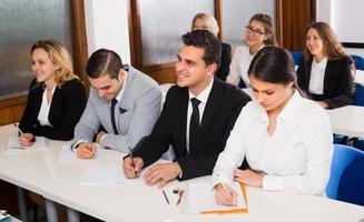 studenti d'affari in classe foto
