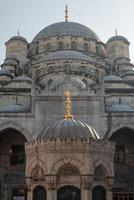 dettaglio della moschea Yeni Cami a Istanbul foto