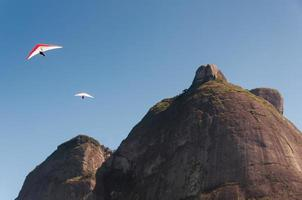 deltaplano dalla montagna foto