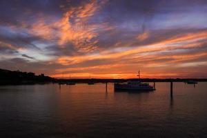 tramonto sul porto foto