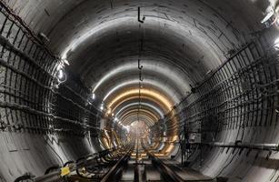 nuovo tunnel della metropolitana foto