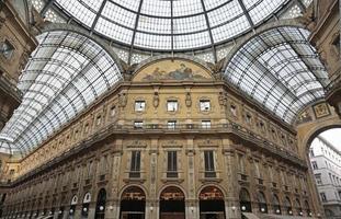 galleria vittorio emanuele ii, galleria commerciale, milano, italia foto