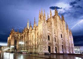 cupola della cattedrale di milano - italia