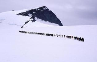 persone in fila foto
