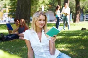 lettura femminile foto