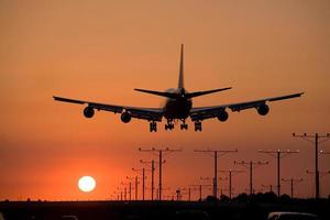 atterraggio con jet al tramonto foto