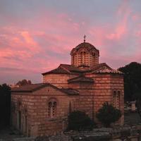 vecchia chiesa greca in fiamme tramonto, Atene, Grecia.