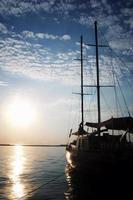 nave al crepuscolo foto