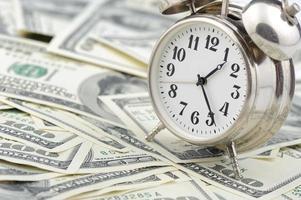 tempo - denaro. concetto di affari. foto