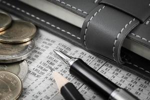 diagramma di affari sul rapporto finanziario con le monete foto
