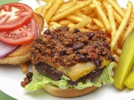 Chiliburger con patatine fritte