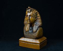 vecchia statua del faraone egiziano foto