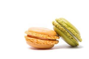 macarons su sfondo bianco