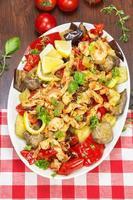 pollo e verdure saltate in padella foto