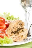 il pollo si incontra sul piatto verticale foto