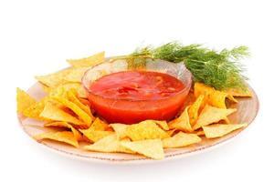 nachos e salsa rossa foto