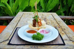 maiale satay in salsa di arachidi foto