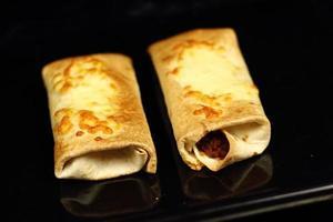 tortilla al forno pronta da mangiare foto