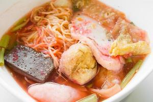 zuppa di tagliatelle con polpetta di pesce foto