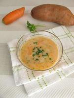zuppa di carote con patate dolci foto
