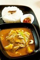 pollo al curry massaman, numero 1 di cibo tailandese foto