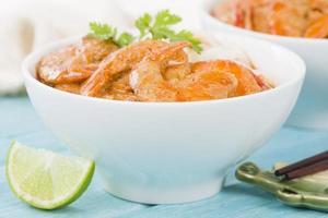 gamberi al curry tailandese con spaghetti